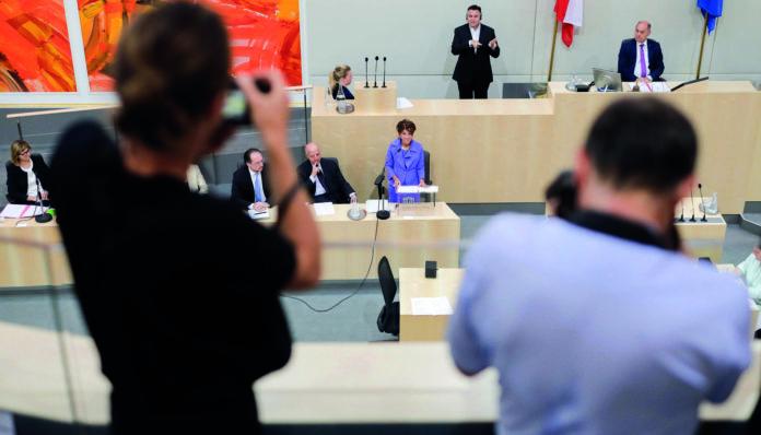 Historischer Tag im Parlament: Mit Brigitte Bierlein ist erstmals eine Bundeskanzlerin ans Rednerpult gekommen — entsprechend groß war das mediale Interesse.