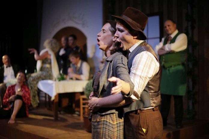 Agnes Palmisano und Harald Wurmsdobler (Intendant) in den Titelrollen der beiden Landstreicher.