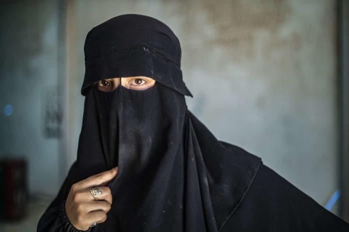 Frauen im IS: Nicht nur zum Vermehren da, sondern auch zum Morden.