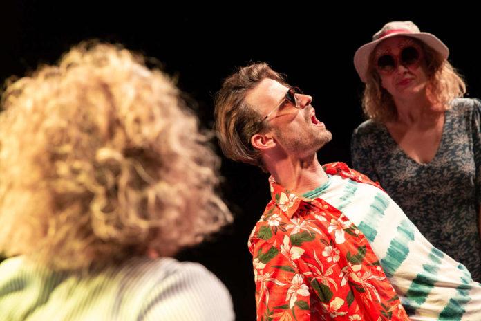 """Matthias Hacker und Katharina Schraml in """"Freiheit"""" im Theater des Kindes"""