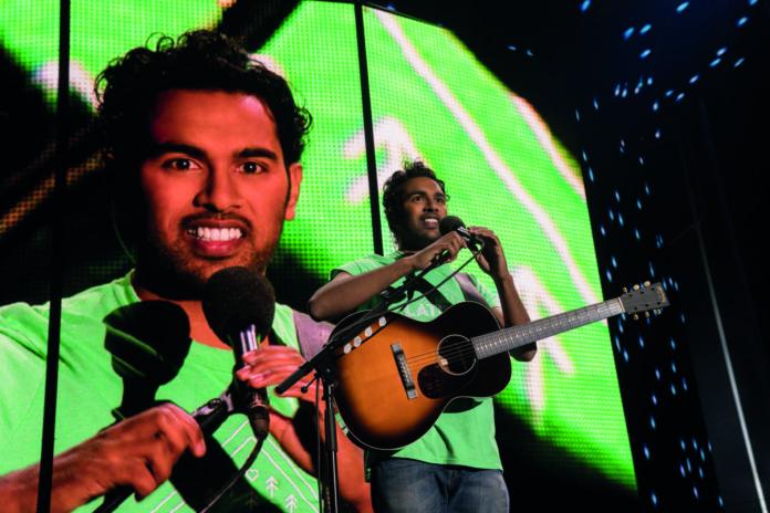 Himesh Patel krallt sich als Jack Malik die Songs der vergessenen Beatles und wird damit zum absoluten Superstar.