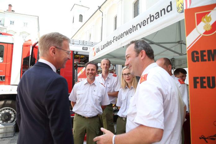 Viele Vereine und Organisationen gestalteten den Ehrenamtstag vor dem Landhaus aktiv mit Vorführungen mit und kamen mit Landeshauptmann Stelzer ins Gespräch.