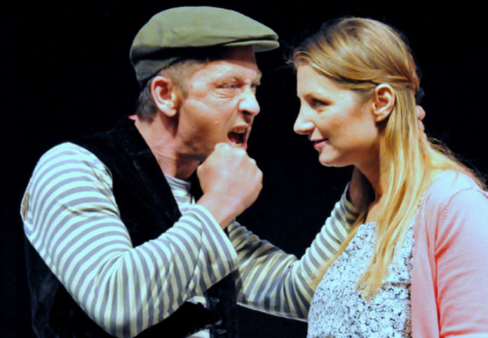 Christian Lemperle als Liliom und Martina Lanzerstorfer als Julie