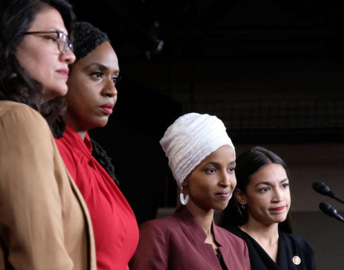 Trump spaltet einmal mehr mit Aussagen, die das Repräsentantenhaus als rassistisch qualifizierte.Von links: die demokratischen Abgeordneten Rashida Tlaib, Ayanna Pressley, Ilhan Omar und Alexandria Ocasio-Cortez waren Ziel des Trump'schen Spottes.