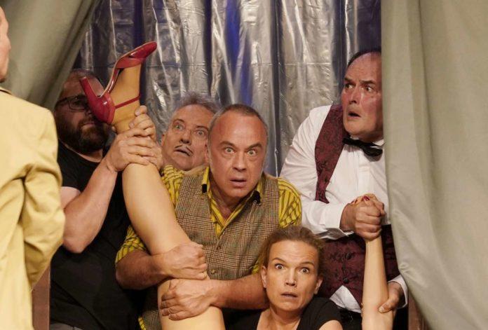 Überdrehte Komödie, überdrehtes Ensemble