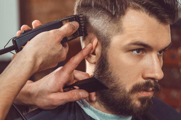 Ein Haarschnitt ist in Barber-Shops oft schon um 10 Euro zu haben. Ein Preis bei dem viele Friseure nicht mithalten können.