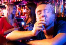 Gerade für Szenelokale und Bars könnte das generelle Rauchverbot zu Problemen mit Anrainern führen.