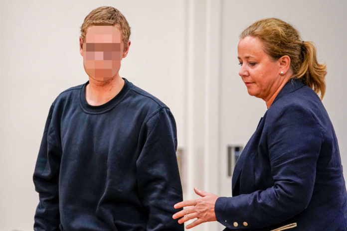 Alle Vorwürfe zurückgewiesen: Der terrorverdächtige Philip M. mit seiner Anwältin vor dem Osloer Gericht.