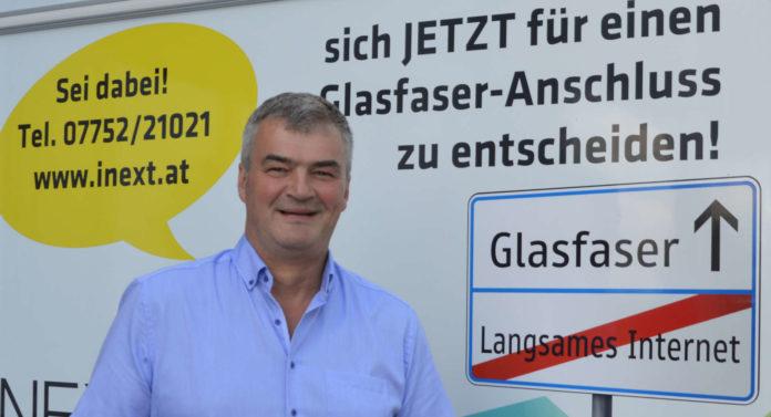 Bürgermeisterkandidat Peter Wimmer ist es zu verdanken, dass Gurten ein Glasfaser-Internet bekommt.