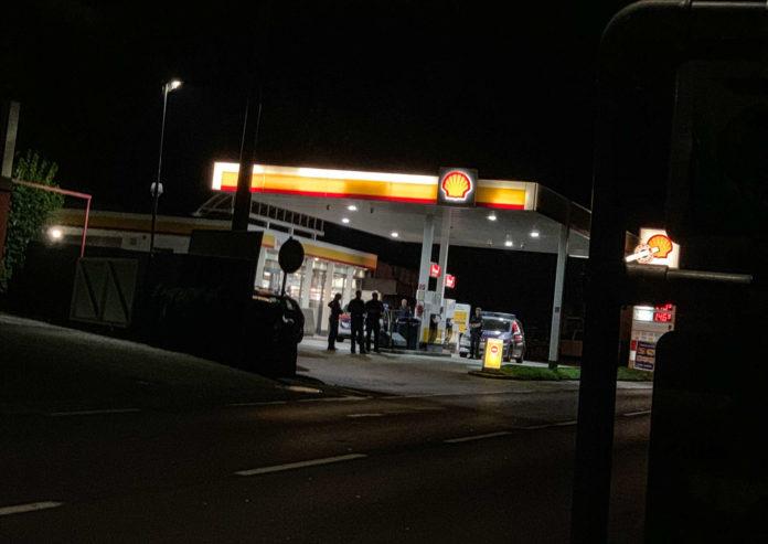 Ein 17-Jähriger hat gestanden, in Obernberg am Inn (Bezirk Ried) eine Tankstelle überfallen zu haben.