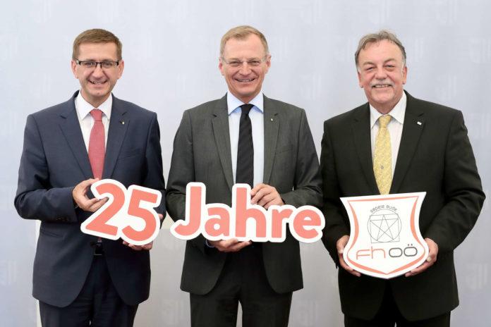 Stolz auf 25 Jahre FH OÖ (v. l.): LR Achleitner, LH Stelzer und FH-Geschäftsführer Reisinger