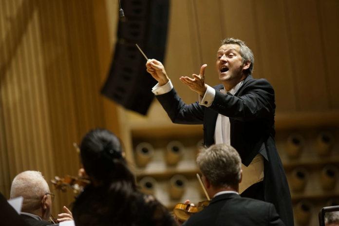 Sorgten für traumhaften Klangzauber: Markus Poschner und das Bruckner Orchester
