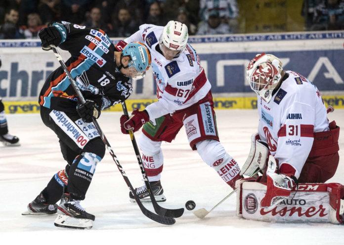 Linz (Bild: Valentin Leiler/l.) hatte den Sieg am Schläger, brachte den Puck aber kein drittes Mal im Tor unter.