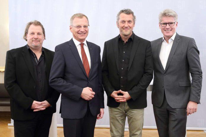 Landeshauptmann Thomas Stelzer (2 .v. l.) mit der Dreier-Geschäftsführung der TOG: (v.l.) Hermann Schneider, Markus Poschner und Thomas Königstorfer