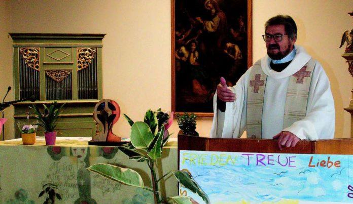 Gruber bei der Messe in der Kapelle der Justizanstalt Linz