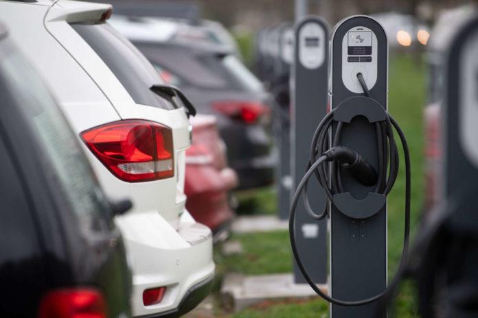 Die Elektroauto-Zulassungszahlen legten zwar mit plus 64,7 Prozent deutlich zu, allerdings weiterhin auf sehr niedrigem Niveau.