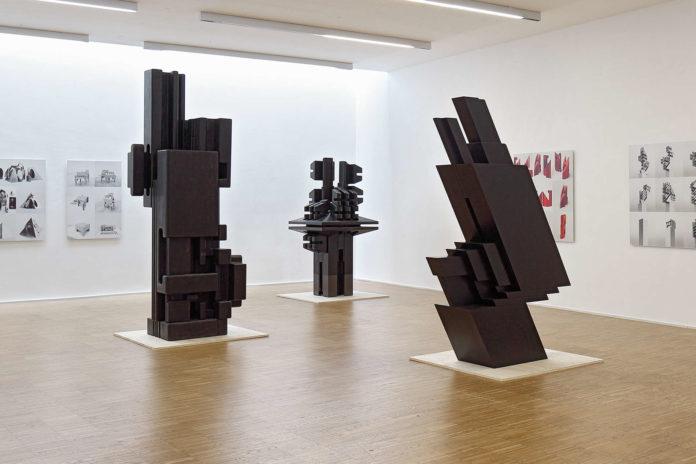 Helmuth Gsöllpointners berühmte Plastiken aus den 1970ern sind derzeit in der Galerie MAERZ zu bewundern.