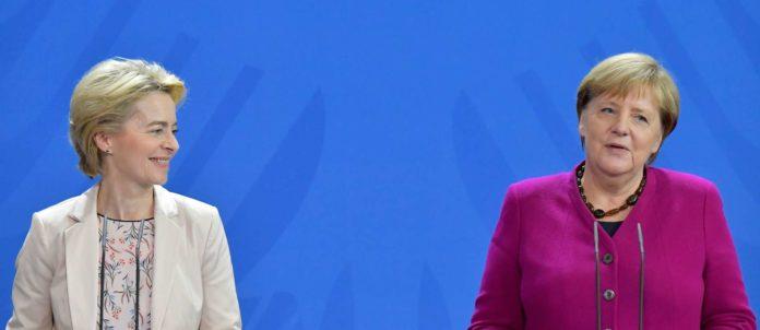 Merkel (r.) signalisierte Unterstützung für von der Leyens Plan eines europäischen Migrationspakts. Die Blockade der Aufnahmegespräche mit Albanien und Nordmazedonien kritisierten beide.