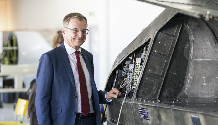"""LH Stelzer beim Besuch in Yavne nahe Tel Aviv, wo die Firma """"Urban Aeronautics"""" neuartige Mehrzweckflugzeuge entwickelt."""