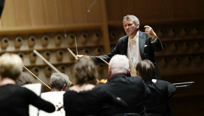 """Großartig: Markus Poschner und """"sein"""" Orchester"""