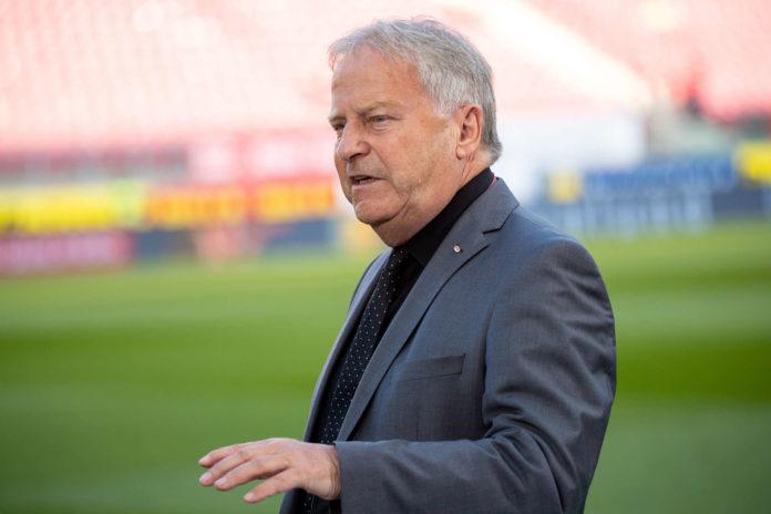 ÖFB-Boss Leo Windtner will den Ball flach halten.
