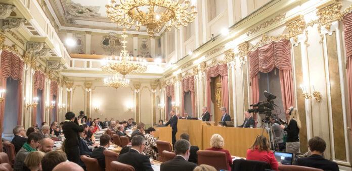 Drei Tage diskutiert der Landtag ab heute das von LH Thomas Stelzer vorgelegte Doppelbudget, das in den Jahren 2020 und 2021 nicht nur keine Neuverschuldung, sondern auch Schuldenabbau bringt.