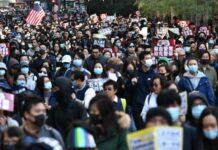 Hunderttausende Demonstranten gingen gestern erneut in Hongkong auf die Straßen, um gegen die Regierung und für mehr Demokratie zu demonstrieren.