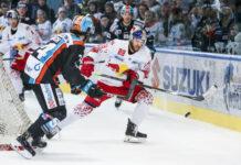 Josh Roach (l.) und seine Linzer hatten am Ende gegen effiziente Salzburger das Nachsehen.