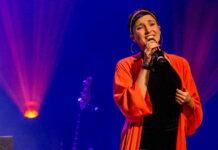 Ina Regen auf der Bühne im Linzer Musiktheater