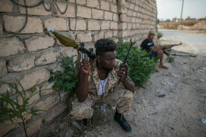 Im libyschen Bürgerkrieg schicken beide Seiten Migranten in die Häuserschlacht.