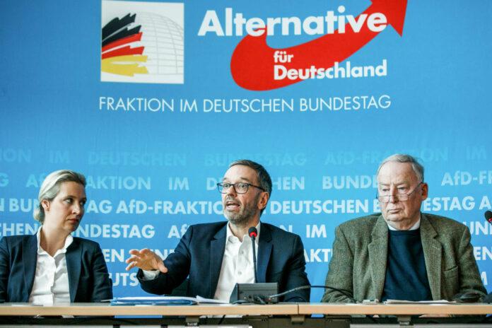Enger zusammen: Kickl bei AfD-Chefs Alice Weidel und Alexander Gauland in Berlin.