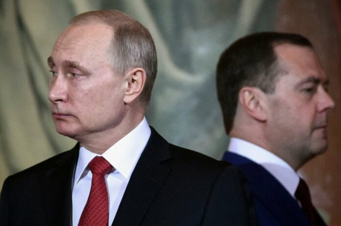 Überraschung in Moskau: Kremlchef Putin degradiert Premier Medwedew.
