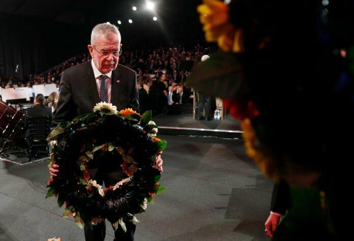 Bundespräsident Van der Bellen legt in Yad Vashem einen Kranz nieder.