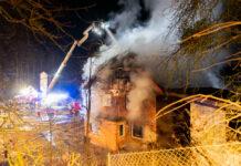 Bei minus sechs Grad mussten die Feuerwehrleute den Brand löschen.
