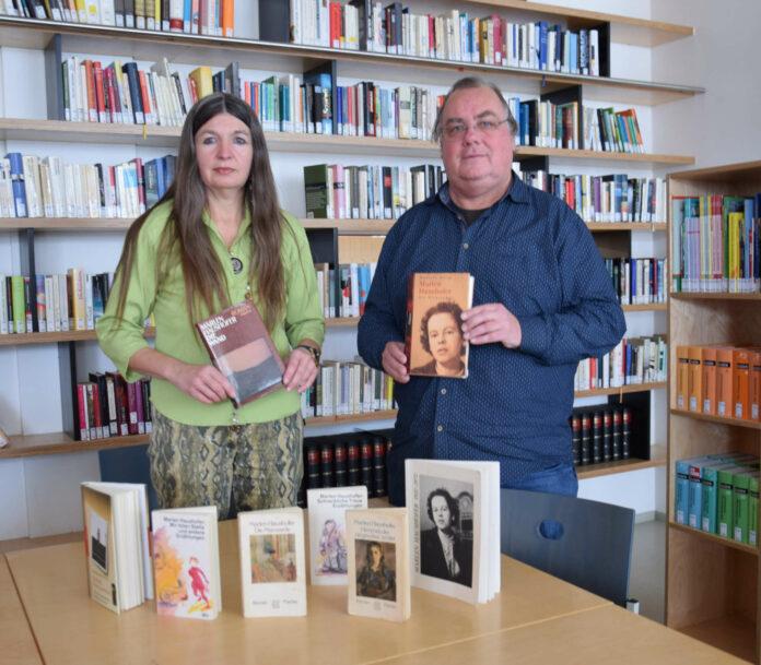 Michaela Frech und Obmann Till Mairhofer vom Marlen Haushofer Literaturforum