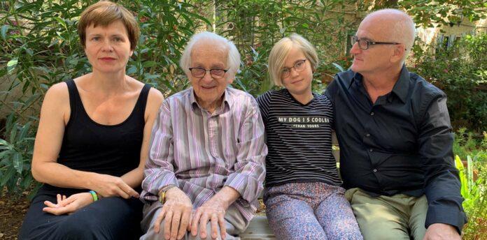 V. l.: Bettina Buchholz, Jehuda Bacon, Hannah und Johannes Neuhauser
