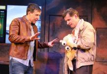 """Martin Oberhauser und Michael Duregger als ungleiches Brüderpaar in """"Rain Man""""."""