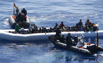EU-Schiffe zur Überwachung des Libyen-Waffenembargos waren abgezogen, sollten diese — wie hier vor drei Jahren vor der libyschen Küste — Migranten zur lebensgefährlichen Überfahrt animieren.