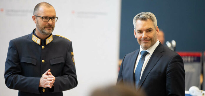 Landespolizeidirektor Andreas Pilsl (r.) und Innenminister Karl Nehammer.