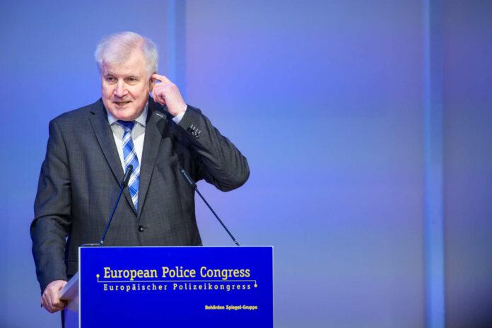 Seehofer: An den Grenzübergängen findet Gewaltiges statt.