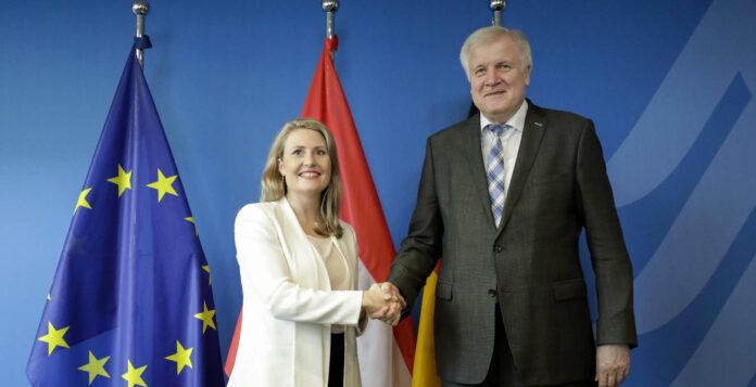 Integrationsministerin Susanne Raab bei Innenminister Seehofer in Berlin.