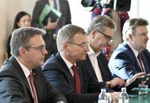V. l.: LH Günther Platter (Tirol), LH-Vorsitzender Thomas Stelzer (OÖ), Gesundheitsstadtrat Peter Hacker (Wien) und LH Michael Ludwig (Wien)