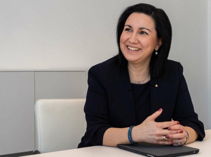 Mit Jahresbeginn übernahm Stefanie Christina Huber das Amt der Vorstandsvorsitzenden bei der Sparkasse OÖ. Sie glaubt nicht an eine Abschaffung des Bargelds und ist für mehr Finanzbildung. Ein Ende der Niedrigzinspolitik sieht sie erst in einigen Jahren.
