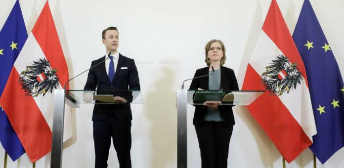 Neben Finanzminister Gernot Blümel und Umweltministerin Leonore Gewessler gehören der Task Force zur ökosozialen Steuerreform je ein Kabinettsmitarbeiter der beiden an sowie ein Vertreter des Bundes- und des Vizekanzlers.