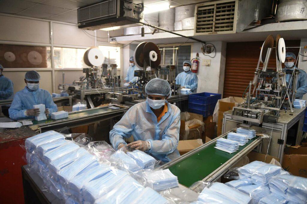 Die Schutzausrüstungsproduktion läuft auf Hochtouren.