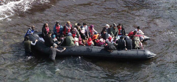 Ob mit oder ohne Erdogans Sanktus: Migranten machen sich von der türkischen Küste (hier in der Provinz Canakkale) in Schlauchbooten auf den Weg nach Griechenland.