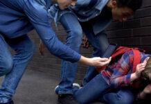 Oft sind sich Kinder und Jugendliche gar nicht bewusst, was sie mit ihrer Handy-Filmerei anrichten können.