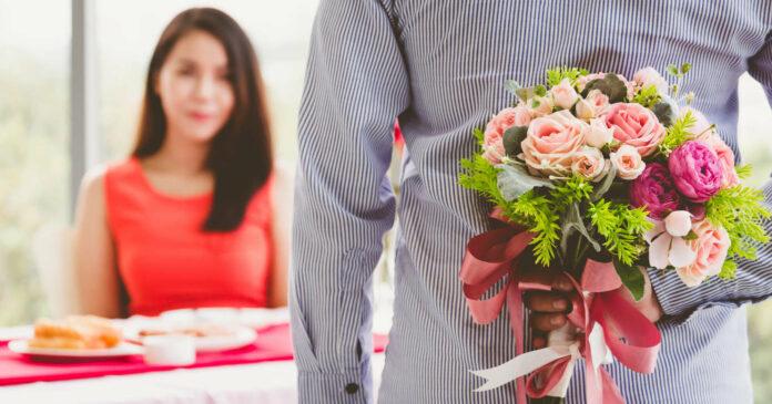 Rosen und Frühlingssträuße sind als Valentinstagsgeschenke besonders gefragt. Österreicher geben sich hier traditionsbewusst.