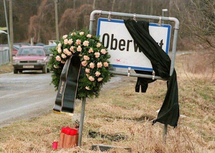 Das Ortsschild von Oberwart, wo vier Männer aus der Roma-Siedlung bei einem Bombenanschlag getötet wurden.