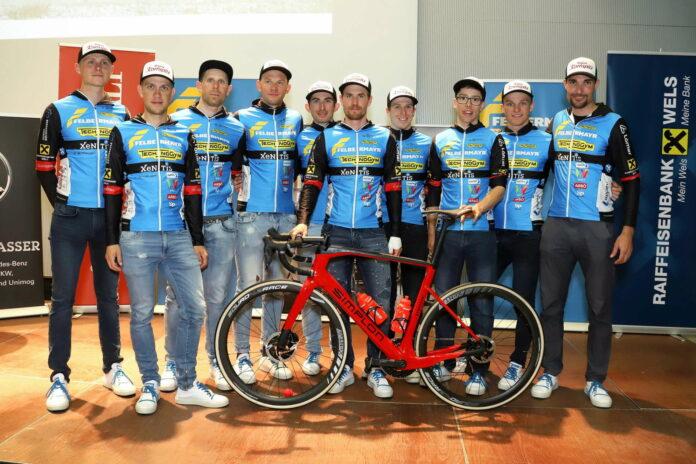 Das neue Team von Felbermayr Wels mit seinen zehn Fahrern, darunter Rückkehrer Riccardo Zoidl (2.v.l.).